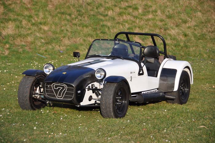 "Caterham Supersport ""The White Striker"" LINKSLENKER"